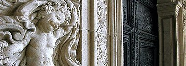 Detalle puerta capilla de la comunion